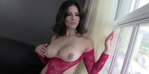 Sunny Leone is in Las Vegas! Check her new solo