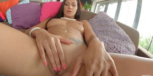 Sapphix presents Cipriana using fingers solo