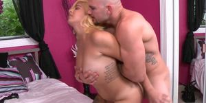 Horny Chick Wants A Sexy Squeezing