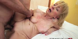 Szuzanne getting her old cunt banged deeply by Leslie Taylor