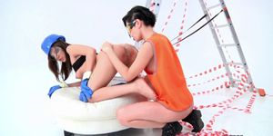 Shorthaired enema babe rimmed by dyke