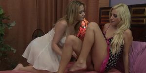 Hot dykes Angela Sommers and Xandra Sixx