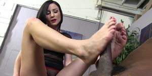 Feetfucking brunette rubs her pussy
