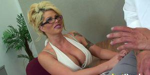 Pretty Brooke Haven just adores sloppy facials Porn Videos