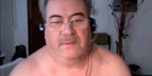 abuelo argentino caliente se masturba y se corre