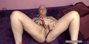 Curvy MILF Selena Sky is masturbating with a pair of toys
