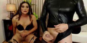 Trans Babes Masturbándose En Cam Show