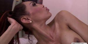 Hot TBabe Sunday Valentina ama el masaje hardcore sex