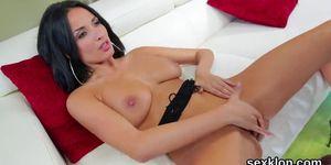 Pornstar Française.centerfold gets her butt hole rode with big dick