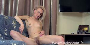 Amanda Blanshe masturbates in her blue armchair