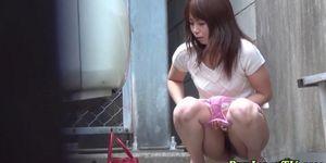Japanese babe pissing