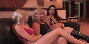 Hot Babes Lick and Toy Each Other
