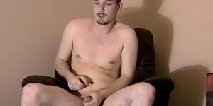 Trío interracial desnudo con gays cachondos