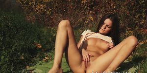 NUDE FEMJOY - Adorable nubile strips outdoors and rubs her trimmed pussy
