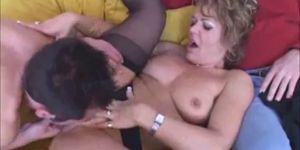 Films et Videos porno femme enculée devant son mari