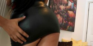 REALITY KINGS - Curvy posing ebony babes in threesome action