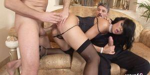 Las mujeres de negocios Suzie follan en el cuarteto Anal DP con Big Dick