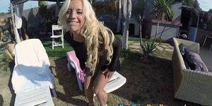 Bubble butt blonde rides