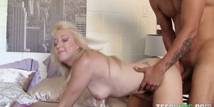 Valerie White in College Girls Are Easy Porn Videos