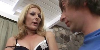 Milf takes pussy-drilling lesson