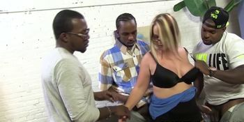 Busty cougaree Siren loves double penetration