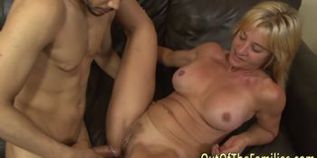 Mature stepmom facialized