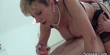 Adulterous british mature lady sonia reveals her gigantic breasts