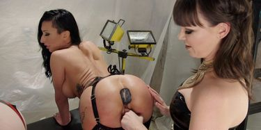 Dana DeArmond nutzt die Arschlöcher von Alexa Nova und Lily Lane aus