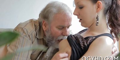 Young babe licked by an old guy