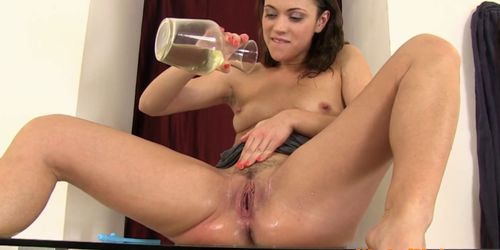 Pissloving brunette cutie with trimmed pussy